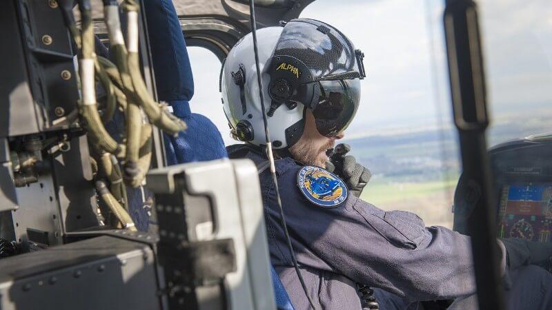 Politie in een helikopter