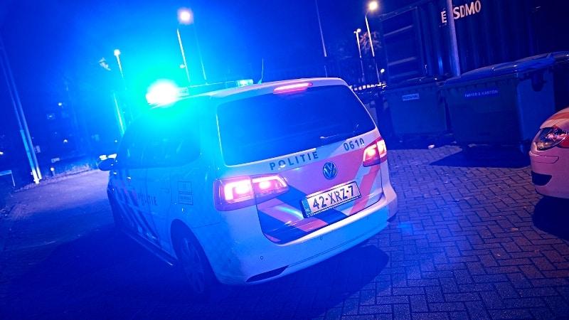 politieauto-met-zwaailicht-nacht